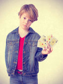 Challenger kid holding a cards — Stock Photo
