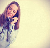 Young woman speaking by telephone — Stock Photo