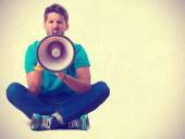 Guy screaming with a megaphone — Stock Photo
