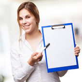 Blond woman with paper and pen — Fotografia Stock