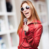 Blond woman singing — Stock Photo