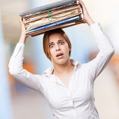 Mujer rubia con archivos — Foto de Stock