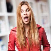冗談を言っているブロンドの女性 — ストック写真