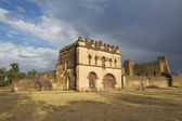 Tourists explore medieval fortress in Gondar, Ethiopia. — Stock Photo