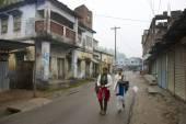 Teenagers go to school in Puthia, Bangladesh — Stock Photo