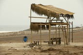 Empty wooden bus stop in Arica, Chile. — Stock Photo