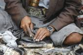 Man sharpens janbiya in Sana'a, Yemen. Janbiya is a traditional dagger and a mandatory attribute of Yemeni men's suit. — Stock Photo