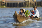 Old couple cross Mekong river by motorboat, Cai Be, Vietnam. — Stock Photo