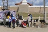Mongolian people have picnic outside Erdene Zuu in Kharkhorin, Mongolia. — Stock Photo