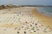 People sunbathe at Praia da Rocha beach in Portimao, Portugal. — Stock Photo