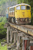 Vintage locomotive passes Death railway in Kanchanaburi, Thailand. — Stock Photo