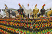 Rooster statuettes at the monument to the King Naresuan the Great in Suphan Buri, Thailand. — Stock Photo