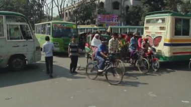 Chaotic traffic movement at the street of Dhaka in Dhaka, Bangladesh. — Vídeo de stock