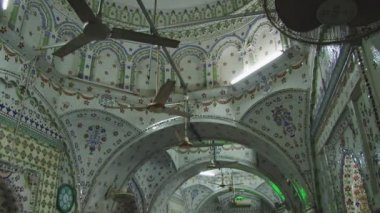 Interior of the famous Star Mosque in Dhaka, Bangladesh. — Stock video