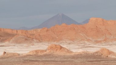 View to the unique clay and salt formations of the Moon valley in San Pedro de Atacama, Chile. — Stock Video