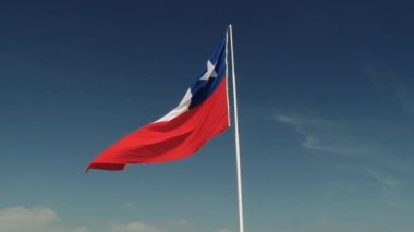 National flag of Chile waves at the wind at the Morro de Arica hill in Arica, Chile. — Stock Video