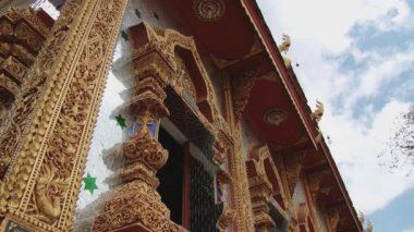 Exterior of the Wat Mani Phraison temple in Mae Sot, Thailand. — Stock Video