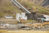 View to the ruined coal mine in the abandoned Russian arctic settlement Pyramiden, Norway. — Stock Photo