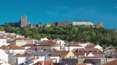 Castle with houses with red roof near the city Sesimbra, Atlantic coast of Portugal timelapse — Stock Video