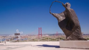 Bridge connecting the city of Lisbon to the municipality of Almada trom viewpoint with statue, Lisbon timelapse — Stock Video