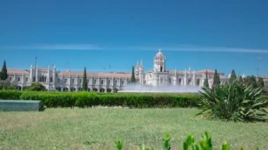 The Jeronimos Monastery or Hieronymites Monastery with lawn and fountain is located in Lisbon, Portugal timelapse hyperlapse — Vídeo de stock