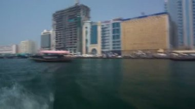 Excursion on traditional Abra boat at the creek in Dubai, UAE timelapse — Stock Video