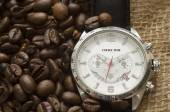 Silver watch with black leather belt and coffee beans — Fotografia Stock