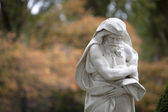 Statue of old male at autumn park — Stock Photo