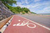 The red bike lane situated at the seaside. Chanthaburi, Thailand — Stockfoto