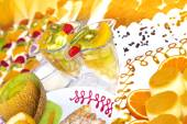 Fruit cocktail and torte — Stock Photo
