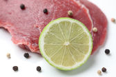 Raw beef and lime — Stock Photo