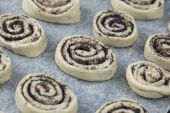 Poppy seed buns before baking — Stock Photo