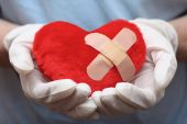 Heart shape in doctor's hands — Zdjęcie stockowe