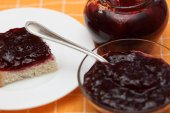 Slice of bread with cherry jam — Stock Photo