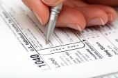 Filling out tax form — Stock Photo