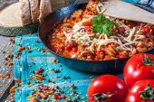 Chilli con carne with cheese. — Stok fotoğraf
