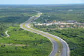 Highway through rainforest — Stock Photo