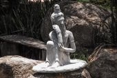 Sitting stone statue — ストック写真