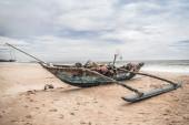 Fishing boat by the shore at Bentota Beach, Sri Lanka — Stock Photo