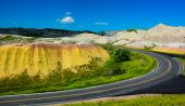 Road through the hills in Badlands National Park — Stock Photo