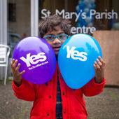 EDINBURGH, SCOTLAND, UK, September 18, 2014 - young minority expressing their opinion on independence during referendum day — Stock Photo