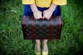 Unrecognizable girl holding retro vintage suitcase, travel concept, change and move concept — Stock Photo