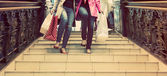 Two unrecognisable young female friends enjoying a day out shopping — Stock Photo