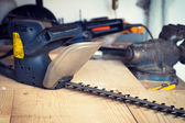 Handyman tool shed with hedge trimmer on the table — Stock fotografie