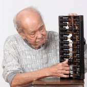 Old man and chinese abacus — Stock Photo