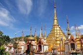 Gold pagoda wat phra borommathat — Stock Photo