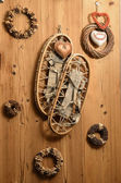 Old Snow Rackets on Wood Wall with Wreaths and Garlands in a Mou — Stock Photo