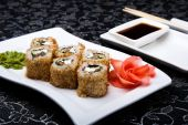 California rolls sushi with pickled ginger, vasabi and soy sauce in the plate — Stock Photo