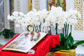 Iconostasis decorated with flowers — Stock Photo