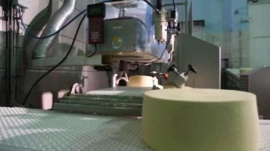 Cheese on conveyor — 图库视频影像